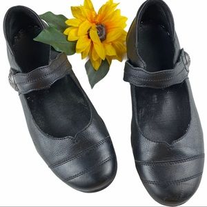 Taos Applause Leather Mary Jane Comfortable Shoes